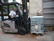 001 -  Caricamento container ad opera dei volontari